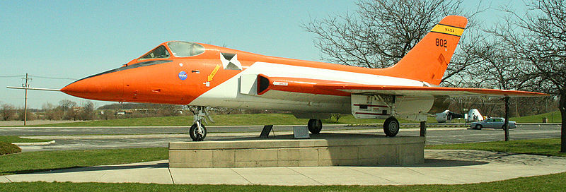 800px-F5D-skylancer-armstrong-museum
