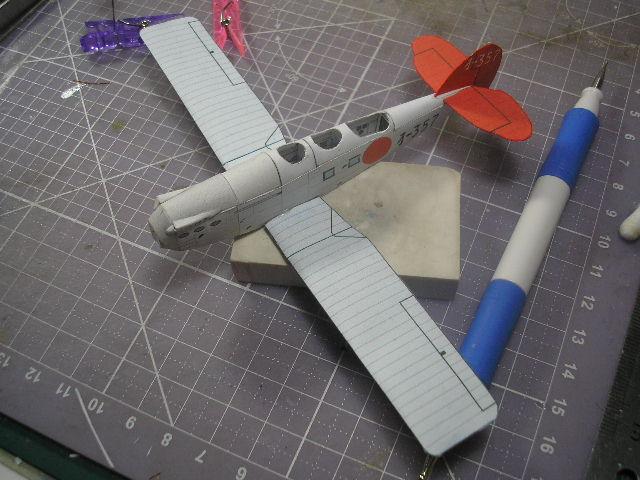 Minha montagem beta do meu modelo artesanal do Mistubishi B2M na 1/100 continua, de maneira devagar mas continua, atualmente além do airframe básico concluso, estou desenhando o trem de pouso e os struts de centro...