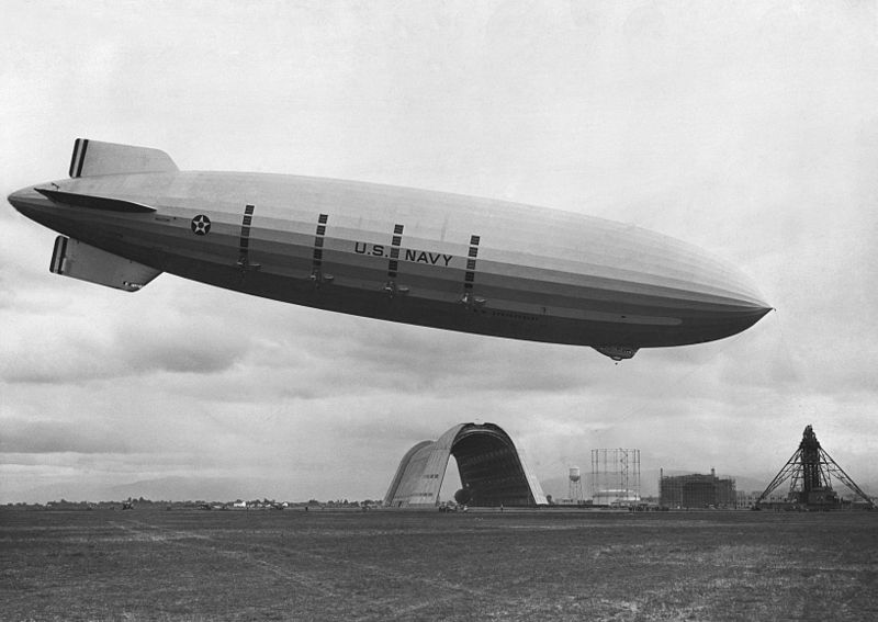 USS_Macon_at_Moffett_Field
